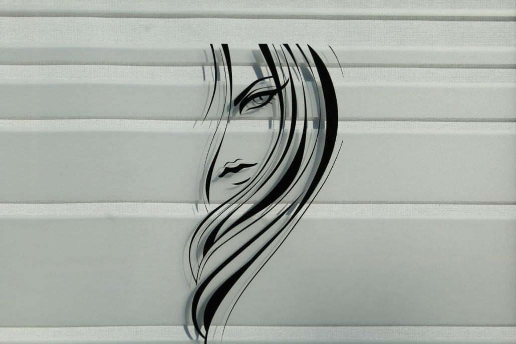 vetrofania capelli su vetrina